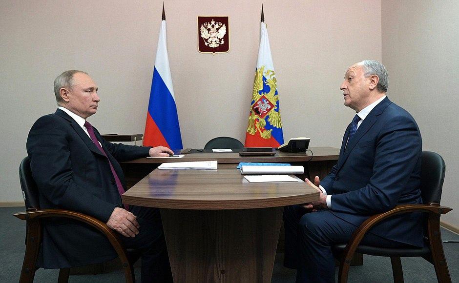 Президент Владимир Путин провел рабочую встречу с губернатором Валерием Радаевым