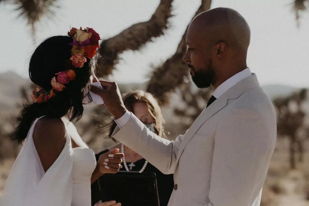 kQu IEobW04 - Найти свадебного ведущего оказалось проще простого