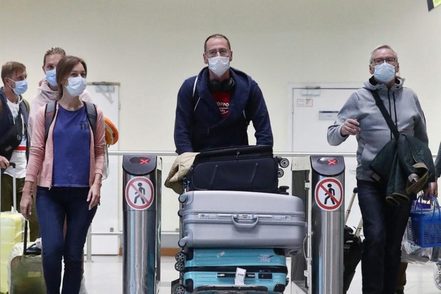 Передавать данные в Роспотребнадзор обязаны даже вакцинированные туристы