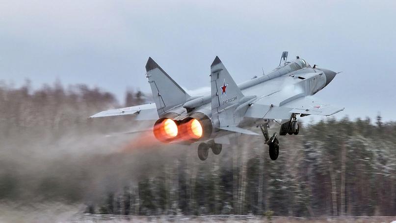 Российский МиГ-31 «встретил» норвежский самолет-разведчик над Баренцевым морем