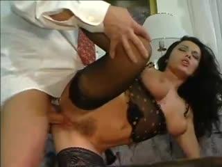 эрика белла в бикини ласкает пенис так
