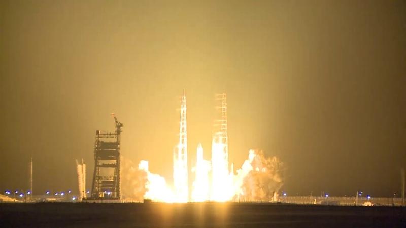 Пуск ракеты носителя тяжелого класса Протон М на космодроме Байконур
