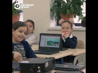 В Грузии первоклассникам дарят ноутбуки для учебы