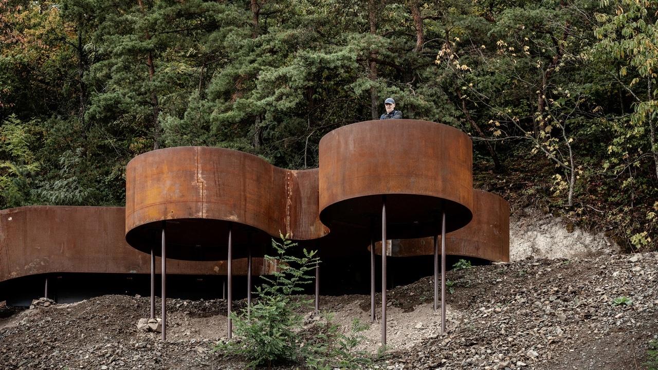 Reiulf Ramstad Arkitekter creates Corten steel structures along Chemin des Carrières trail