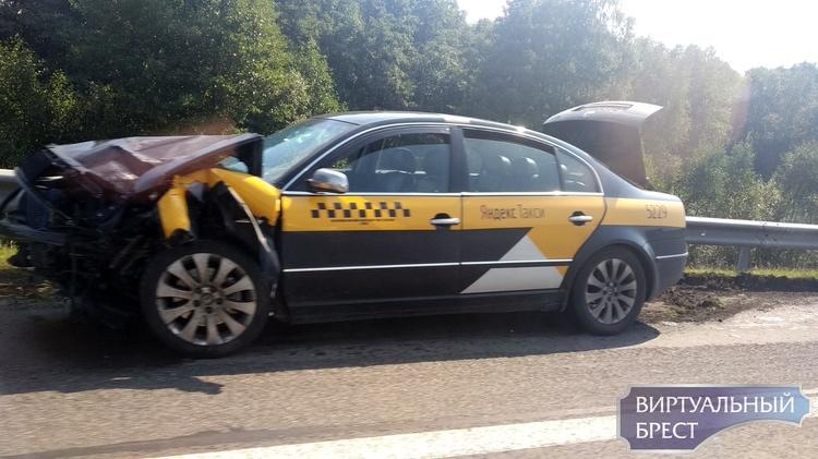 В Березовском районе на трассе попутное столкновение, в ДТП пострадали два человека