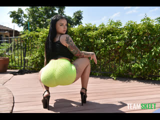 Payton Preslee - Worship Through the Oil  [2020 г., Big Ass, Big Dicks, Black Hair, Blowjob, Blue Eyes, Booty Shorts]