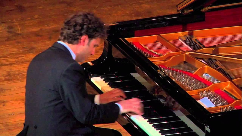 Giuseppe Albanese plays Debussy - Suite bergamasque: Menuet