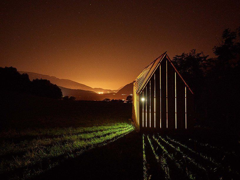 Лесной домик обсерватории во французском лесу / JCPCDR
