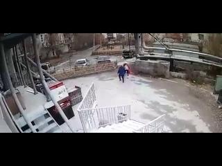 Насильник напал на девочку
