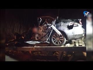 В Новгородском районе автомобиль Инфинити столкнулся с фурой, водитель легковушки погиб на месте